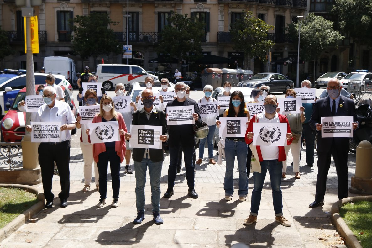 L'independentisme reclama l'alliberament dels «presos polítics» davant la delegació del Govern