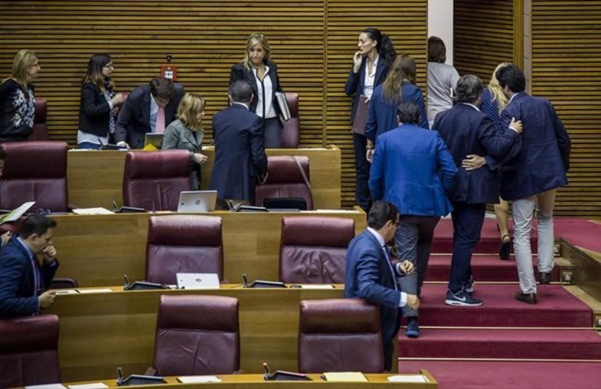 El PPabandonalas Cortes Valencianas para no participar en la votación del consejo rector de la nueva Radiotelevision Valenciana.
