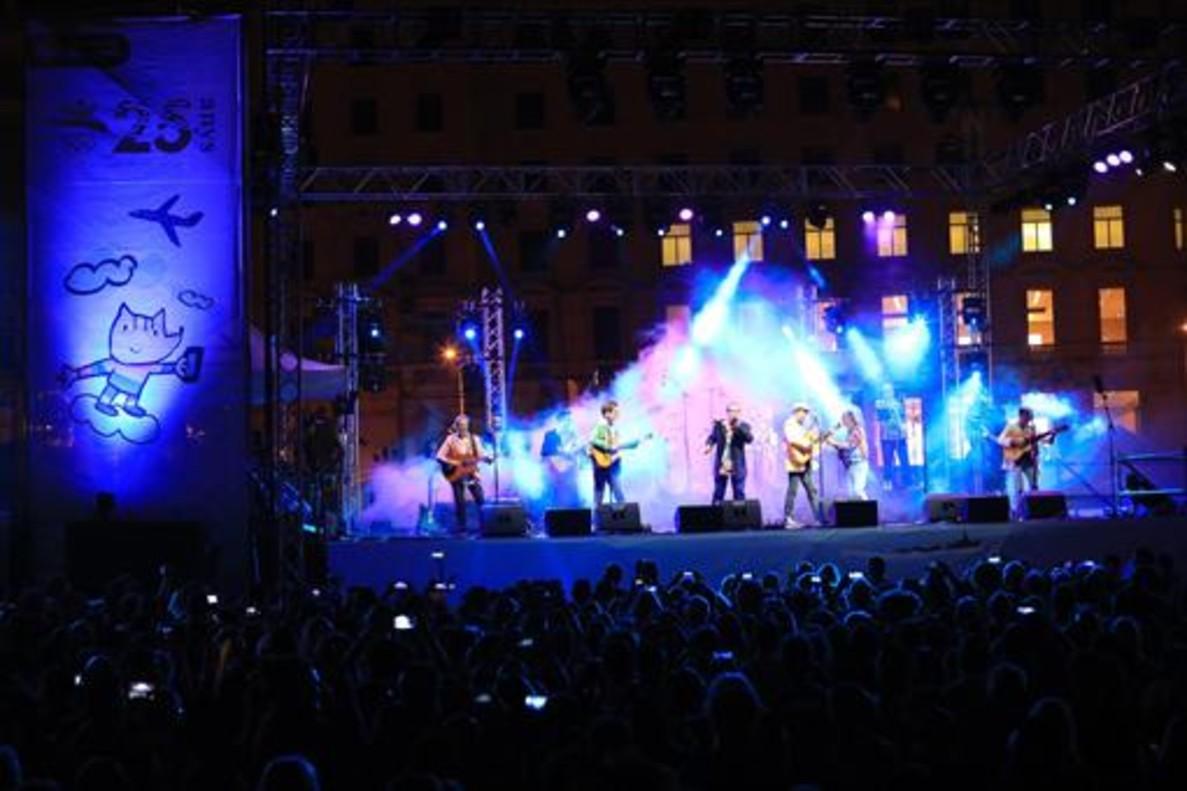 Actuación de Los Manolos durante la celebración del 25 aniversario de los JJOO