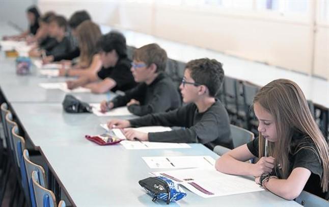 Alumnes del col·legi públic Duran i Bas de Barcelona, en les proves de competències, al maig.
