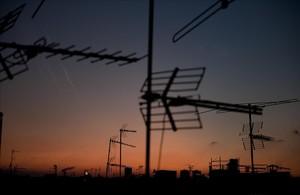 Antenas colectivas en los terrados de Barcelona.