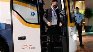 Bartomeu, a su llegada al hotel de Lisboa tras la debacle ante el Bayern.