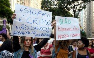 Mujeres protestan en Brasil por los abusos sexuales en su contra.