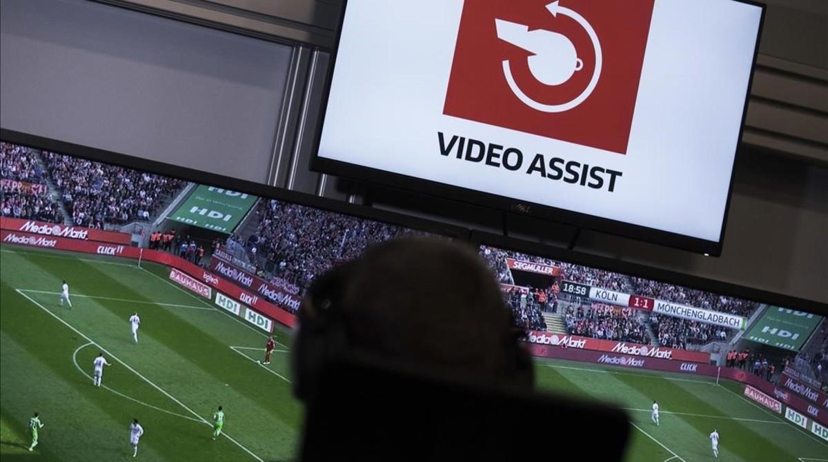 Cabina de videoarbitraje en Alemania.