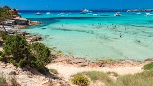 Muere una mujer al caer desde unos acantilados en Cala Saona (Formentera)