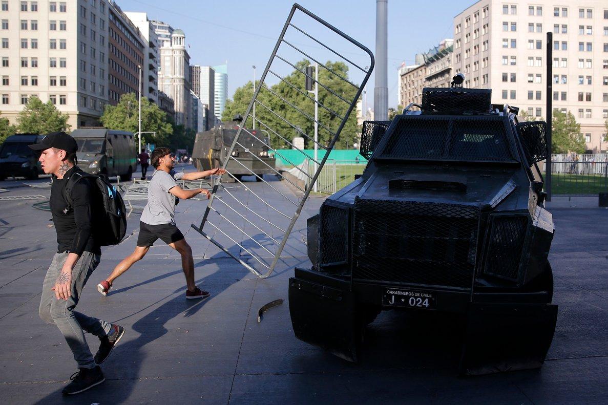 Se reforzó la presencia de efectivos policiales del cuerpo de Carabineros para proteger el orden público.
