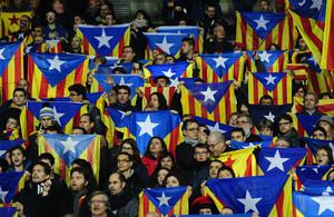 Cientos de 'estelades' en el estadio Lluís Companys de Barcelona, el pasado 30 de diciembre.