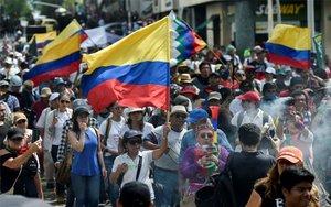 Protestas masivas en las calles de Colombia.