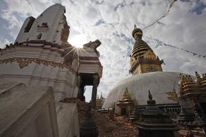 El complejo religioso Swayambhunath de Nepal destruido por el terremoto.