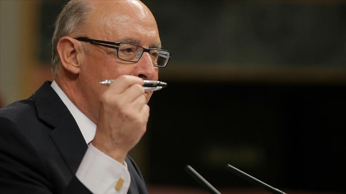 Cristobal Montoro durante el Debate de los Presupuestos el 25 de abril.