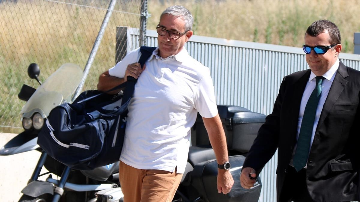 Diego Torres llegando al centro penitenciarioBrians 2 con su abogado Manuel González Peeters.