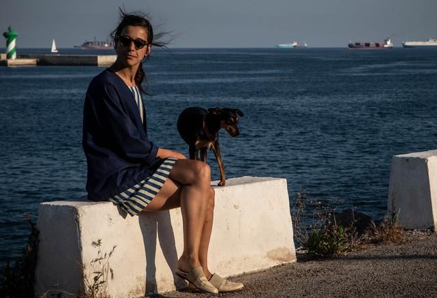 """La diseñadora de calzado Nunu Solsona, en un rincón del Moll Adossat que está """"lleno de contrastes""""."""