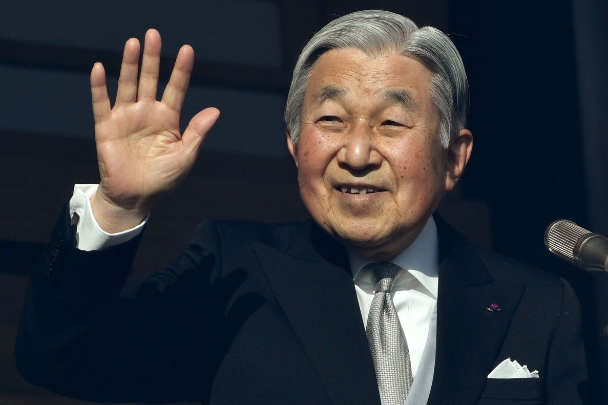 El emperador Akihito durante el discurso de año nuevo en el balcón del Palacio Imperial en Tokio.