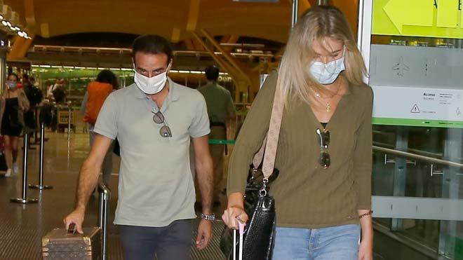 Enrique Ponce y Ana Soria llegan a Madrid tras pasar el fin de semana juntos.