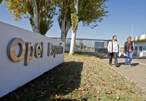 Entrada a la planta de Opel en Figueruelas (Zaragoza).