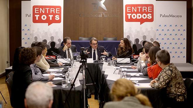 Entre todos. 10 lectores de EL PERIÓDICO conversan con Artur Mas.