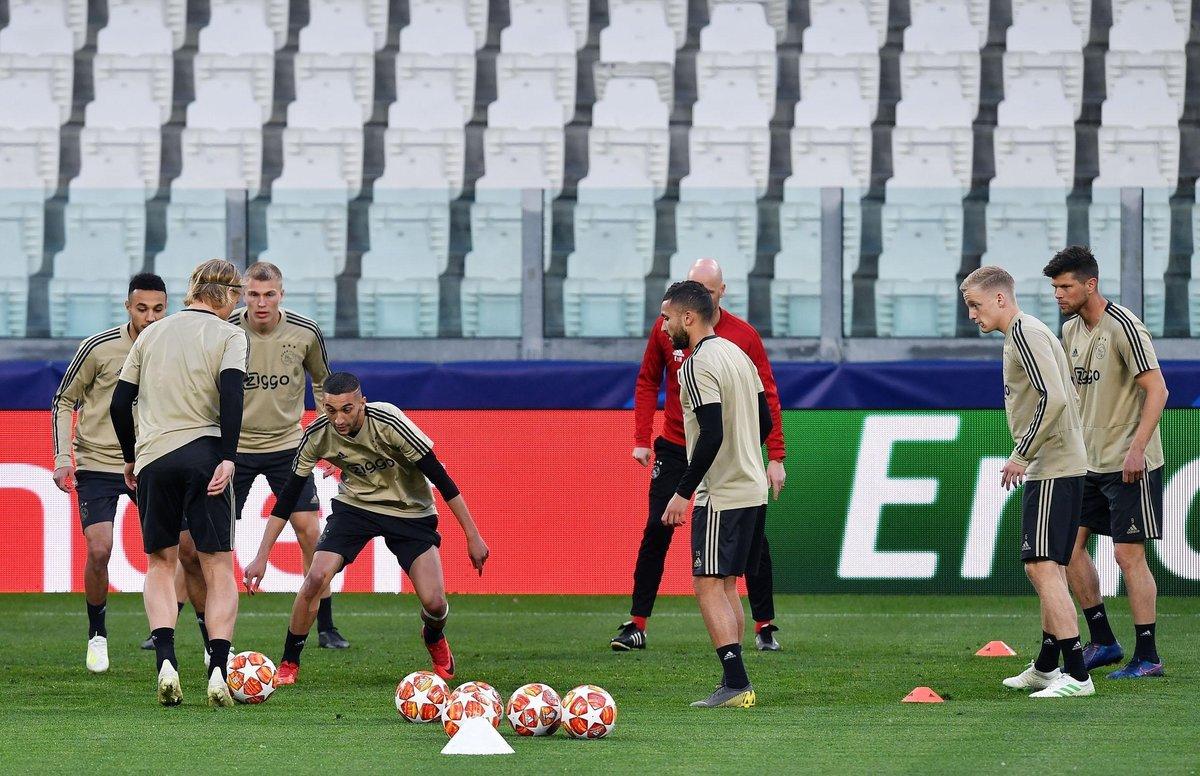 EPA9193. TURIN (ITALY), 15/04/2019.- Jugadores de Ajax Erik Ten Hag participan en un entrenamiento este lunes en el estadio Allianz en Turín (Italia). El Ajax Amsterdam enfrentará a Juventus FC en un partido de los cuartos de final de la Liga de Campeones UEFA. EFE/ALESSANDRO DI MARCO