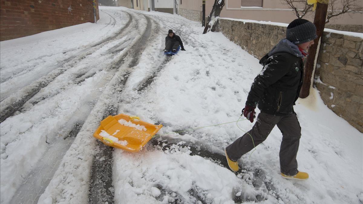 Escolares del municipio de La Fatarella, Terra Alta, disfrutando dela nieve.