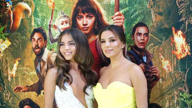 Eva Longoria e Isabela Moner brillan en el estreno de 'Dora' en Los Ángeles.