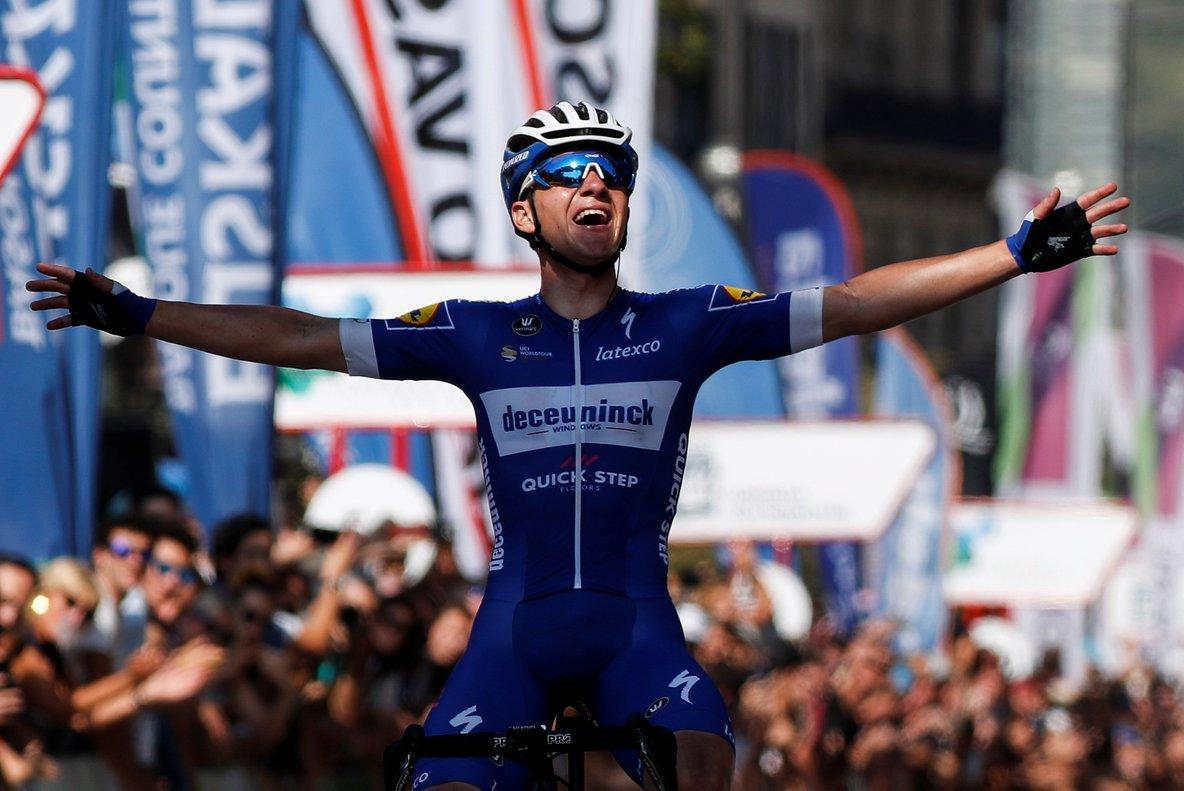 Remco Evenepoel celebra la victoria en San Sebastián.