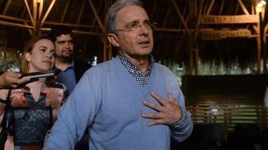 Uribe renuncia a su escaño en medio de sospechas de soborno y fraude