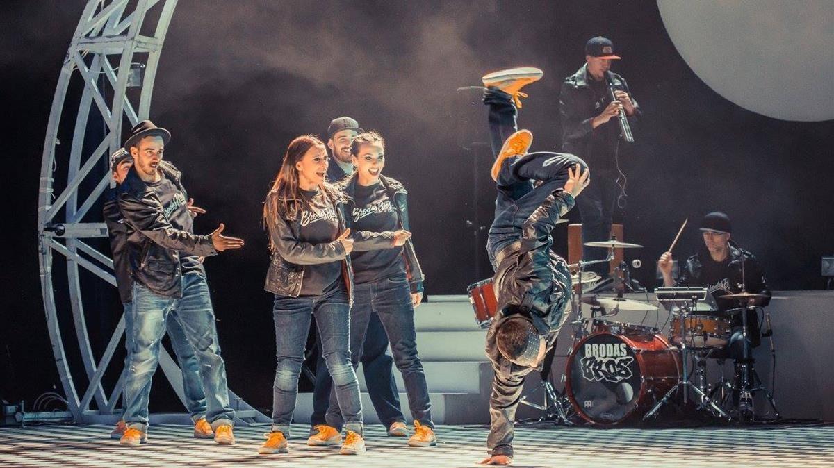 Los Brodas Bros en uno de los momentos desu espectáculo de danza urbana, 'Concierto concepto'