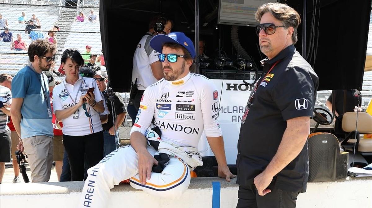 Fernando Alonso y su amigo Michael Andretti, en Indianápolis, en mayo del pasado año.