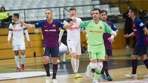 Ferrao y Dídac celebran un gol del Barça en Santa Coloma.