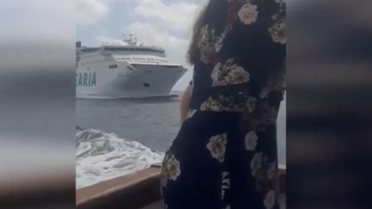 Un ferri de Baleària y otro barco turístico, a punto de chocar entre Ibiza y Formentera.