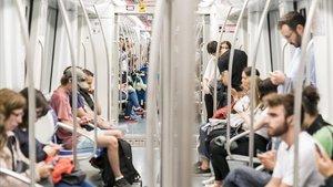 La flota de metro incorporará un total de doce trenes en menos de dos años para mejorar la frecuencia de paso.
