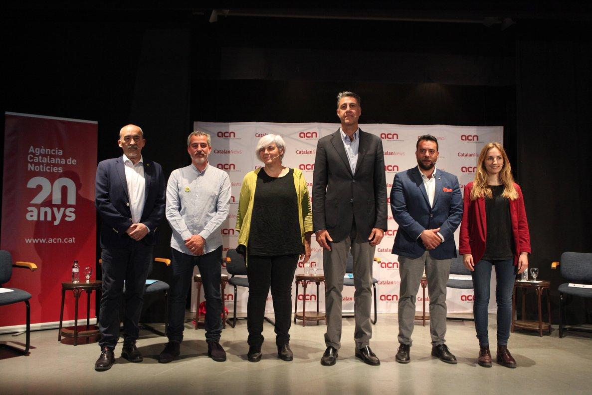 Los candidatos a las elecciones municipales del Ayuntamiento de Badalona antes de comenzar el debate con motivo del 20 aniversario de la ACN.