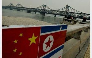Banderas de China y Corea del Norte.