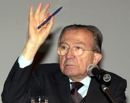 Giulio Andreotti, siete veces primer ministro