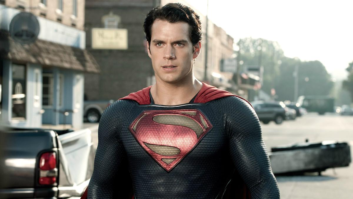 Henry Cavill encarna a Superman, en El hombre de acero.