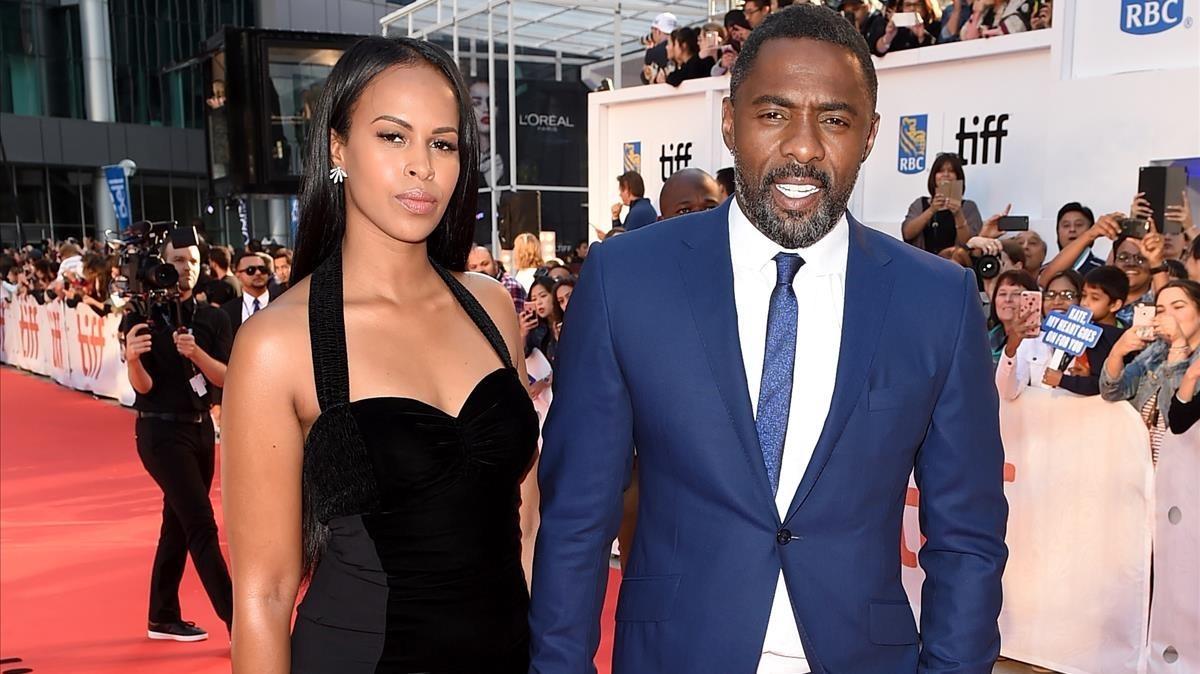Idris Elba y su novia, Sabrina Dhowre, el año pasado, en el Festival de Toronto.