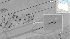 Imagen facilitada por EEUU en la que se ve un supuesto avión militar ruso Mig-29 en territorio libio.