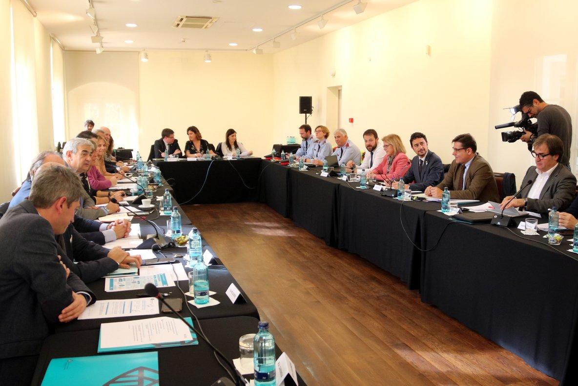 Imagen de la reunión de la Comisión Mixta entre la Generalitat y el Ayuntaiento de L'Hospitalet