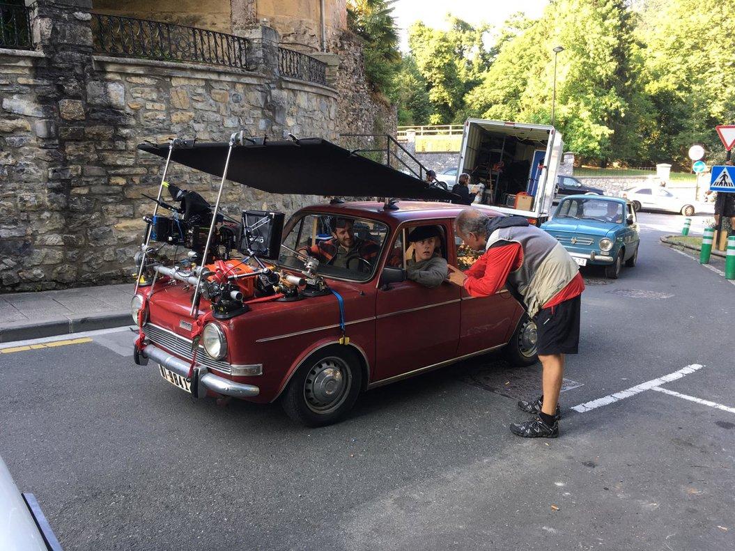 Un coche clásico,duranteel rodaje de la serie 'La línea invisible'.