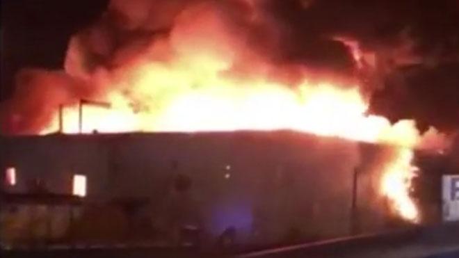 Un incendio destruye la planta de reciclaje de Granollers.