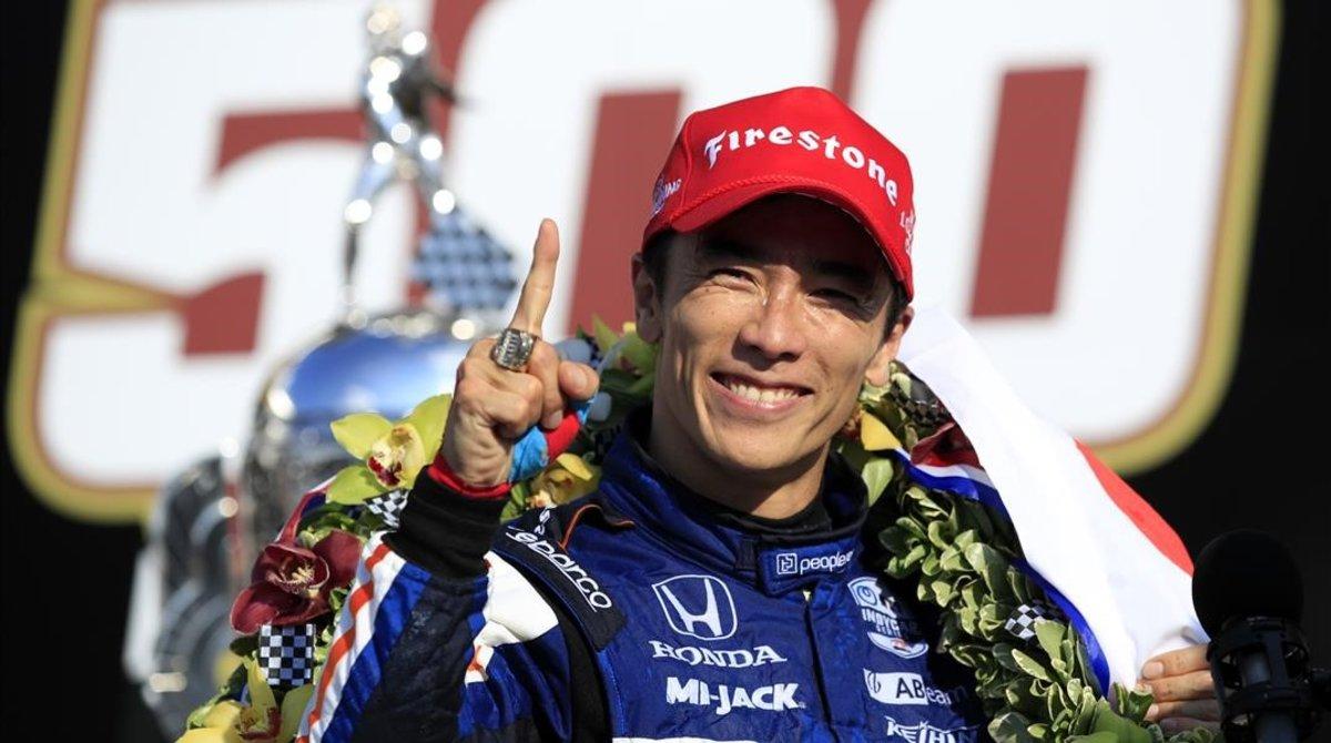 El japonés Takuma Sato ha repetido hoy, en Indianápolis, su victoria del 2017 en las 500 Millas.