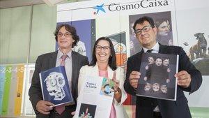Jordi Portabella, jefe del área de difusión científica de la Fundació Bancària La Caixa, Elisa Durán, directora general adjunta, y Lluís Noguera, director de Cosmocaixa, en la presentación de la nueva temporada del museo.