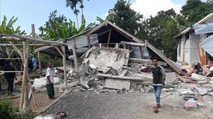 Casas destruidaspor el tembolor de esen Sajang, en Sembalun, al este de Lombok (Indonesia).