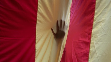 lainz40357258 a hand is seen through a giant estelada catalan separatist 170930185520