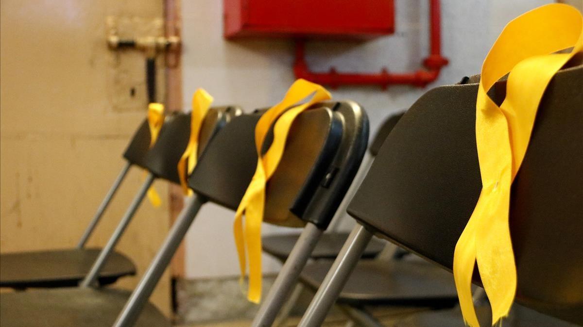 Lazos amarillos que reivindican la libertad de los presos encarcelado por el procés
