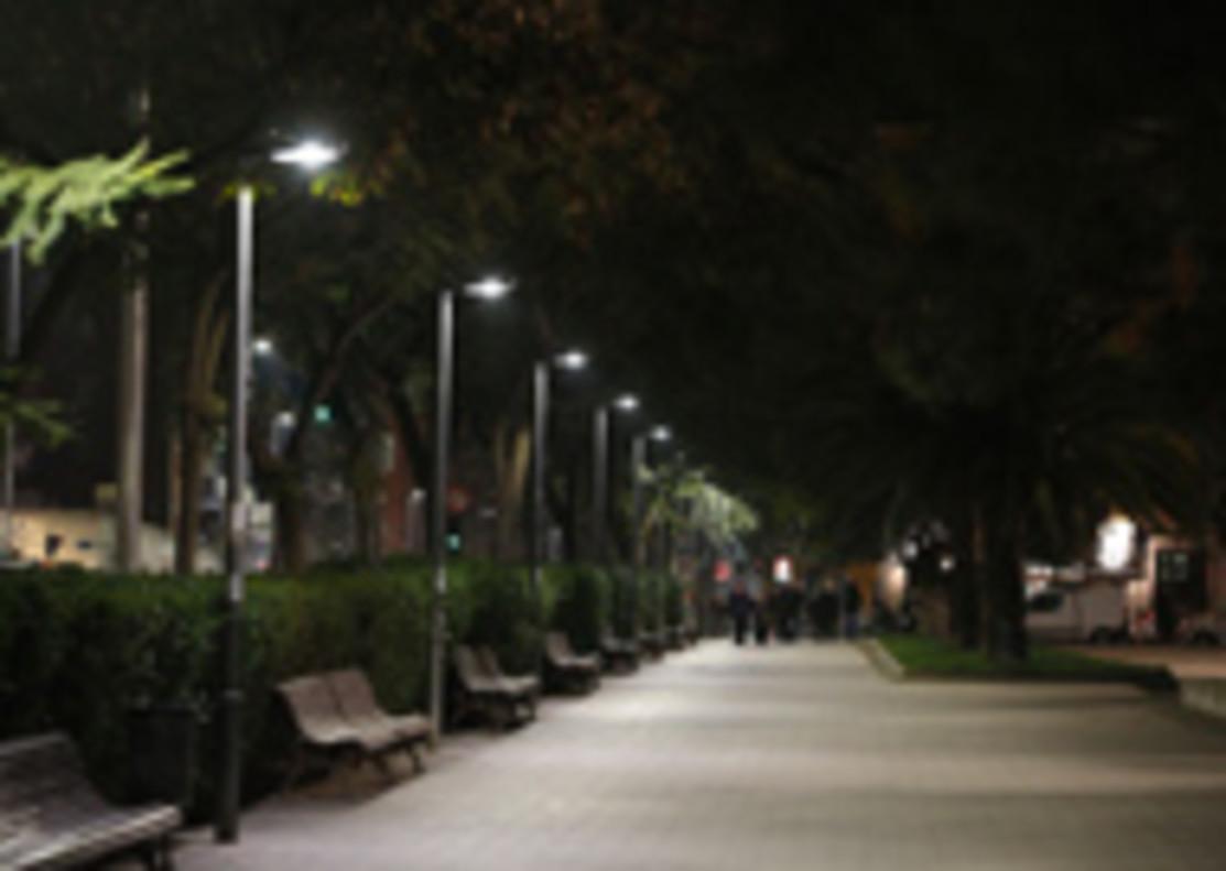 Calle de Cornellà con nueva iluminación sostenible.