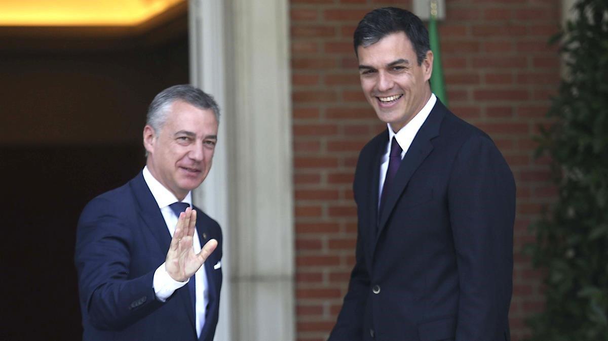 El lendakari, Iñigo Urkullu, y el presidente del Gobierno, Pedro Sánchez, en junio del 2018, en el Palacio de la Moncloa.