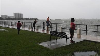 """Gobernador de Florida: """"La tormenta ya está aquí"""""""