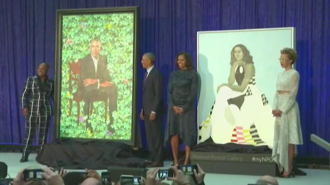 El expresidente estadounidense desvelósu retrato oficial que colgará en la Galería Nacional del Retrato de Washington.
