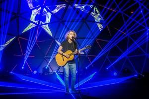 El cantante Manel Navarro, durante su actuación en el especial que emite RTVE.es.