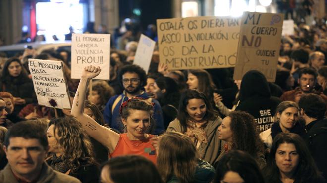 Miles de personas se reunen en el centro de Barcelona para luchar por la igualdad